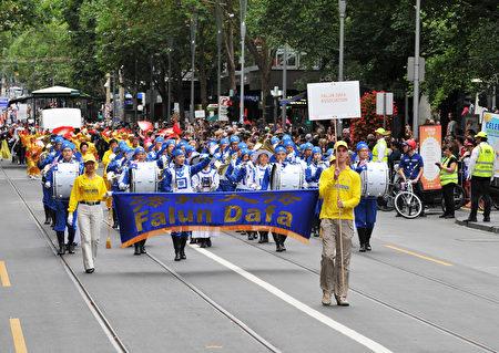 法轮功团体参加澳洲国庆日游行。(王宇成/大纪元)