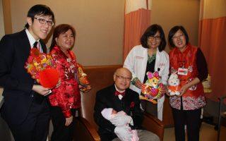 纽约两华裔鸡年宝宝 赶在同一时辰出生