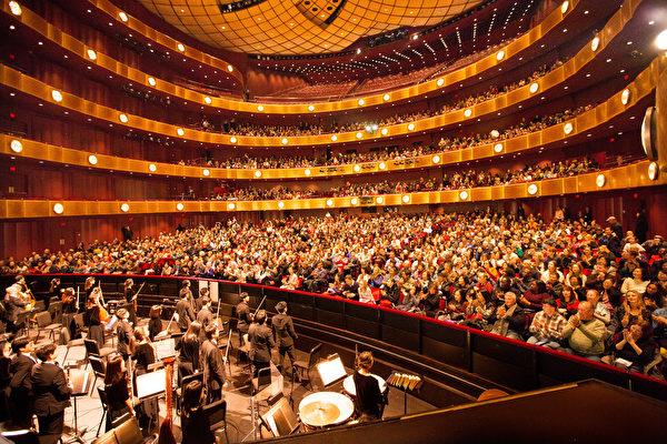 2017年1月15日週日,神韻國際藝術團在紐約林肯中心大衛寇克劇院的兩場演出,全場爆滿。紐約演出圓滿落幕。(戴兵/大紀元)