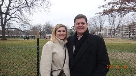 馬里蘭州巴爾的摩郡議員Todd Crandell於1月20日,與朋友共同來到華府,參加川普就職典禮。(梁硯/大紀元)