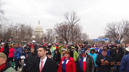 1月20日華府,參加美國總統川普就職慶典的人群。(梁硯/大紀元)