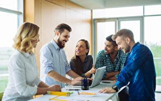 研究:在职场讲笑话 展现更多信心与能力