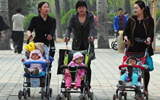 在中國,婦女常常在生孩子之後不久就戴上避孕環,直到絕經期。 (FREDERIC J. BROWN/AFP/Getty Images)