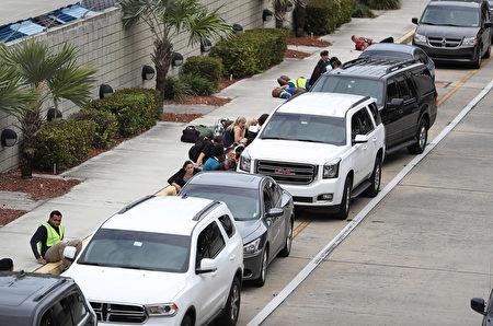 周五(1月6日)下午,美国佛州的劳德代尔堡机场发生枪击事件,造成至少5人死亡,多人受伤。(Joe Raedle/Getty Images)