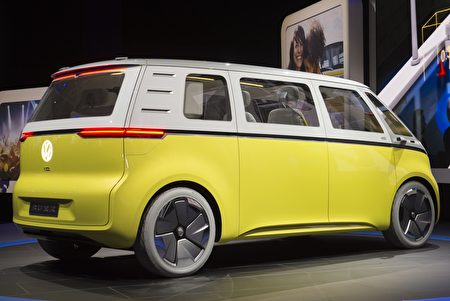 The Volkswagen I.D. Buzz autonomous minibus concept is unveiled during the 2017 North American International Auto Show in Detroit, Michigan, January 9, 2017. / AFP / SAUL LOEB (Photo credit should read SAUL LOEB/AFP/Getty Images)