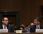 2017年1月19日,川普的财长提名人姆钦在国会参议院举行听证会,唯有通过参议院确认才会成为下一任美国财长。(JIM WATSON/AFP/Getty Images)