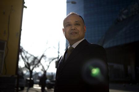 余文生律師2017年1月攝於北京。 (Fred Dufour/AFP/Getty Images)
