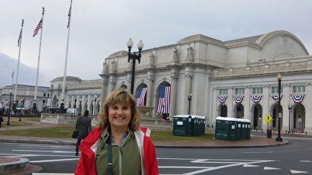 Becky Miller來自田納西州,她是一位自由撰稿人、作家和社會工作者,對川普上任感到非常喜悅。(梁硯/大紀元)