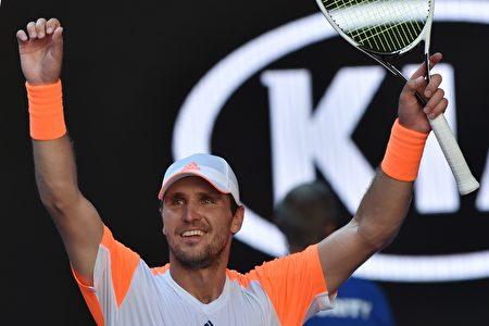 29歲、世界排名第50位的德國人米沙‧茲維列夫淘汰穆雷晉級澳網八強。 (PAUL CROCK/AFP/Getty Images)