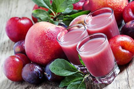 红色果蔬汁对身体抗炎非常有益。(5PH/Shutterstock)