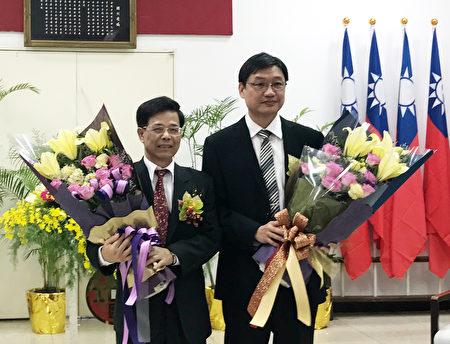 卸任分处长吕燕教(左)与新任分处长刘继传(右)。(陈琤琦/大纪元)