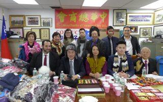 中華總商會為老人中心送冬帽