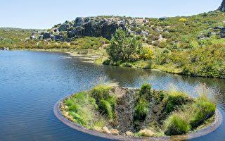 無人機航拍 發現葡萄牙湖中神秘「黑洞」