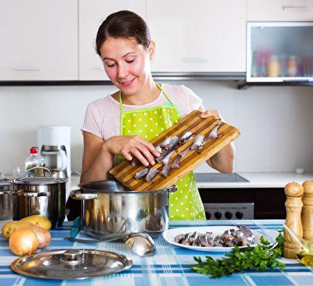 """冬季正是进补好时机,但是吃错食物导致""""被酒驾""""那就有点儿冤枉。(Shutterstock)"""