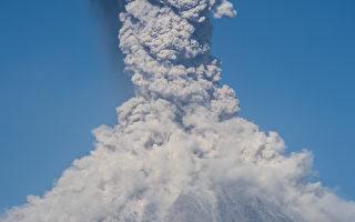 危地马拉火山爆发 火山灰直冲4,500米