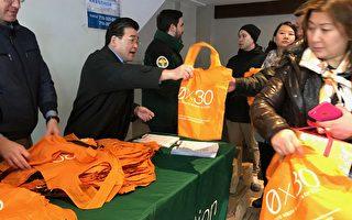顾雅明派两千环保袋 吁减少使用塑料袋