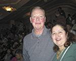 企業高管Jim O'Neill和他的太太Mary Lisa表示神韻演出很能打動他們的心。(童雲/ 大紀元)