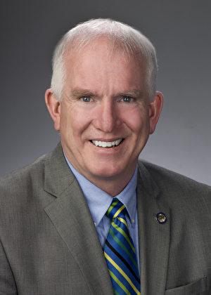 俄州第14選區州眾議員Martin J. Sweeney 在發來的褒獎中說:「我們愉快地為神韻藝術團發來特別的褒獎。「」神韻致力於傳播多元文化,並為我們社會的生活質量帶來提升。」(政府網站)