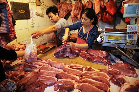 公平会说,将持续关注近期鸡肉及猪肉价格波动情形,严防业者借机联合哄抬价格。(AFP)
