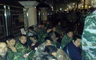 川兩百退伍軍人在省民政廳通宵靜坐 遭驅趕
