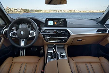 寶馬540i駕駛席全景(BMW提供)