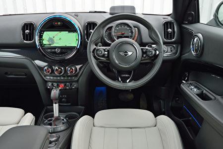 MINI Countryman駕駛席(BMW提供)