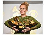 第59屆格萊美獎於當地時間2月12日揭曉,入圍5項的英國鐵肺歌后阿黛爾(Adele)大滿貫5獎全拿,(ROBYN BECK / AFP)