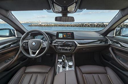寶馬530d駕駛席全景(BMW提供)