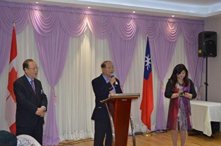大溫僑界聯合會成立後三位主席(從左到右):柯江忠、蔡春松和吳麗珍。 (邱晨/大紀元)