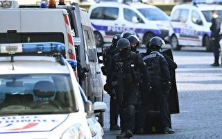 巴黎卢浮宫惊传枪声 男子挥刀砍杀身中数枪
