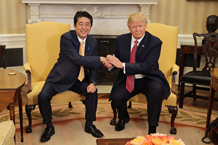 川普和安倍在白宮會面。(Chip Somodevilla/Getty Images)