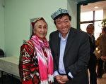 世界维吾尔代表大会主席热比娅‧卡德尔与流亡西藏人民议会前议员丘顿合影。(徐绣惠/大纪元)