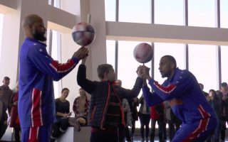 美國著名花式籃球表演 世貿一號上場