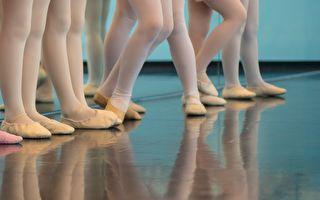 美国费城奶爸与女儿同跳芭蕾舞 场面爆笑