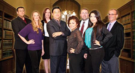 舊金山灣區移民律師所——天華律師事務所的專業團隊。(蔡旌明律師提供)