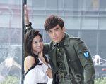新戲《我的愛情不平凡》在台北舉行男女主角見面會。圖右起為楊一展與蔡黃汝(豆花妹)。(黃宗茂/大紀元)