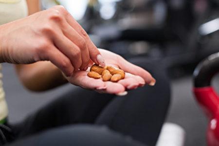 堅果包含蛋白質和有助瘦身的健康脂肪。(Shutterstock)