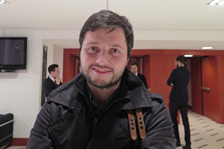 建筑系大学生Marco Hadgisk很喜欢神韵展现的中国文化。(文华/大纪元)