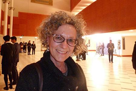 Rosanna Prati观看了3月13日晚在意大利米兰举办的神韵演出。(文婧/大纪元)