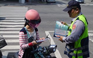 台湾有网友分享日前为了见爷爷最后一面,赶时间飙车被警察拦下,已经泪流满面的她说明缘由后,警察不仅没追究还帮忙开道到医院,事后并给予安慰。此为示意图。(嘉义市交通队提供)