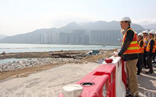香港议员视察港珠澳大桥填海工程