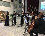 中華竹詩愛樂演奏,讓悠揚音樂聲伴隨美麗畫作,予人雙重享受。(中華竹詩愛樂提供)