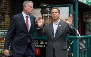 州長庫默在上週抨擊紐約市對雷克島監獄管理不善,市長白思豪昨日發聲反擊。 (Stephanie Keith/Getty Images)