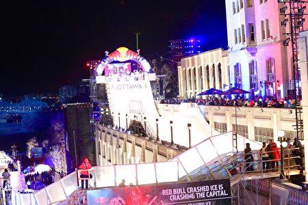 """世界知名极限冰上赛事""""红牛冰上极限竞速锦标赛""""将于三月三日至四日在渥太华运河开锣。(任侨生/大纪元)"""