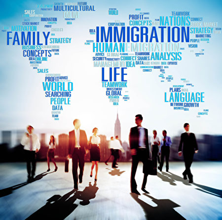 美零售業是吸納合法移民最多的行業,十個移民中有一個都在零售業工作。(Fotolia)