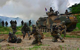美國與韓國於2017年3月1日,開始舉行年度的大規模聯合軍事演習、並檢視用於對抗朝鮮威脅的軍力。本圖為2016年7月6日,美韓海軍陸戰隊在浦項東南舉行軍演。(JUNG YEON-JE/AFP/Getty Images)