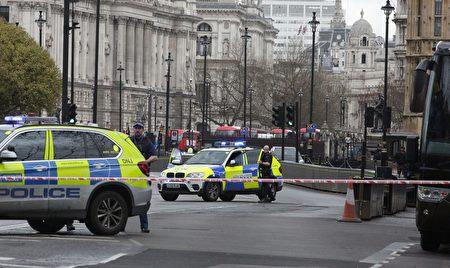 位於倫敦市中心的英國議會大樓外傳槍響。(DANIEL LEAL-OLIVAS/AFP/Getty Images)