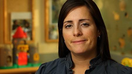 """图:卑诗省儿童医院基金会(BC Children's Hospital Foundation)联络统筹专员(communication specialist)Joanna Newman:""""Choices Lottery筹集的善款主要用于儿童医院的研究项目,并对此产生了巨大的影响。""""(图片由Joanna Newman提供)"""