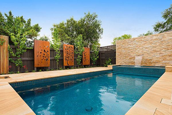 地中海风格,泳池和spa是整个花园的主要原素。(Whyte Gardens提供)