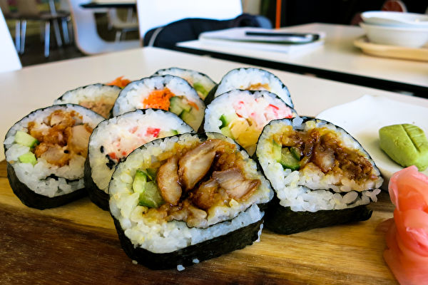 珀斯美食 让人吃上瘾的Furusato寿司拼盘。(天珊/大纪元)